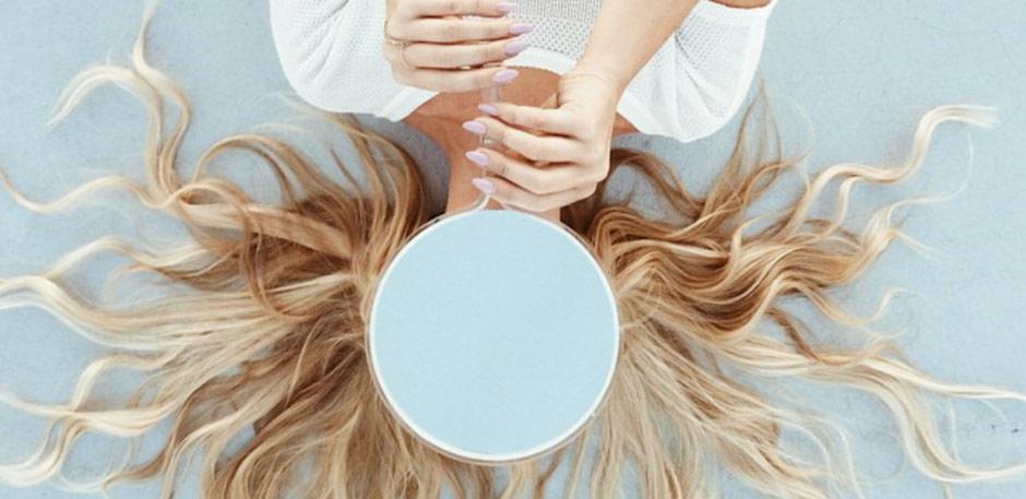 loose curls on blonde hair